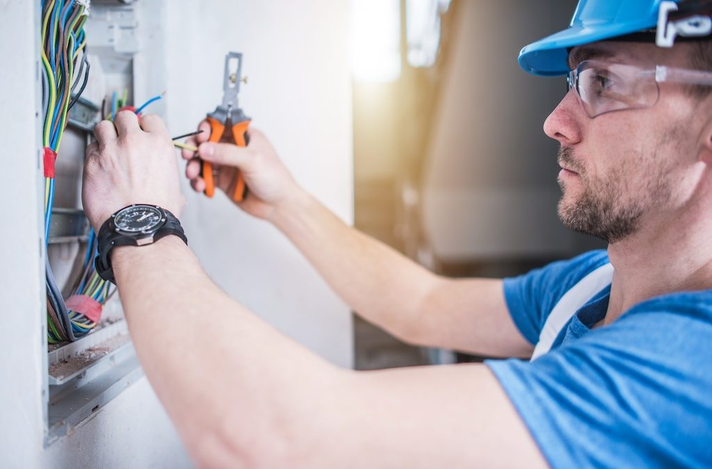 5 Reasons Why Becoming an Electrician Is a Smart Decision