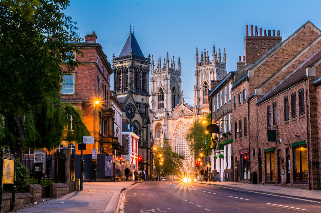 Expat Living: A Complete Guide on Moving to England