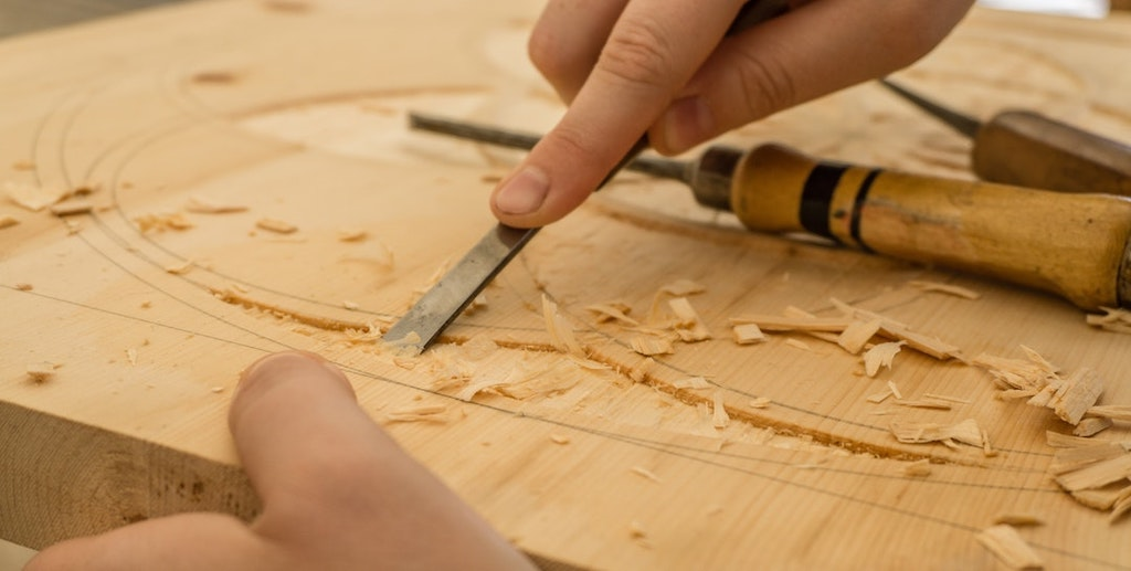 5 Woodworking Tools Every DIY Enthusiast Needs