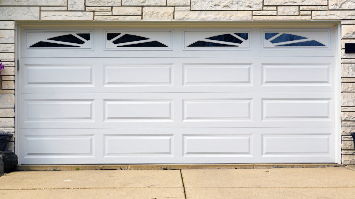 3 Signs It's Time for a New Garage Door