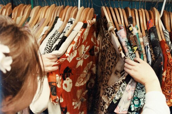 The Essential Guide to Buying Vintage Clothes: 5 Things You Need to Know